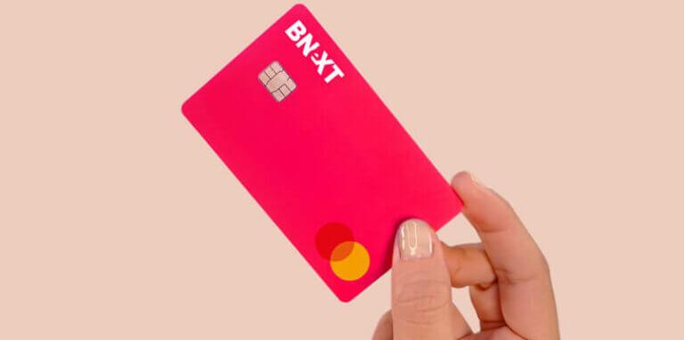 Tarjeta rosa de Bnext, una tarjeta gratuita sin comisiones